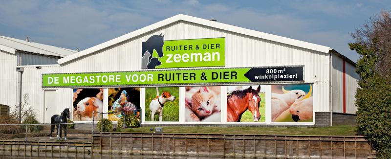 Ruiter en Dier Zeeman, de grootste dierenwinkel in Winkel